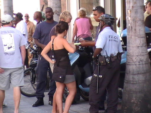 PHOTOS SXM POLICE APPREHEND COUPLE AND QUESTION THEM IN CASINO SCAMS