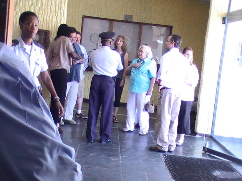 king family thanks sxm police dept photos judith roumou (27)