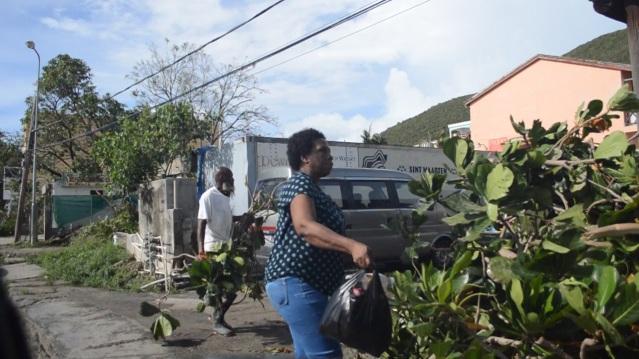 PHOTOS LB SCOTT ROAD ST MAARTEN CARIBBEAN JUDITH ROUMOU HURRICANE GONZALO (18)