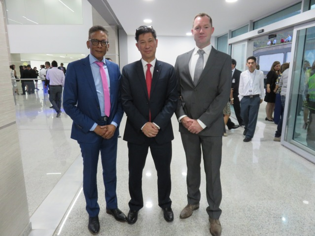 Minister Lee meets with Aruba's Health Minister and AZV representatives