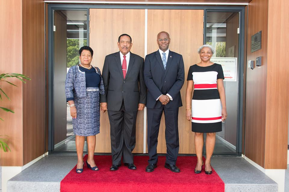 Photos President of the Commonwealth of Dominica Charles A. Savarin and First Lady Clara J. Savarin were Welcomed Today By The Governor of Sint Maarten